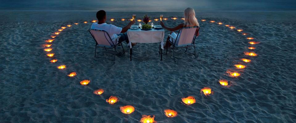 _Beach-Young-Couple-Heart400x960